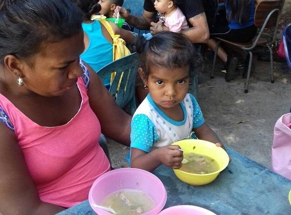 Alimentarse o comprar comida, un reto diario en Venezuela