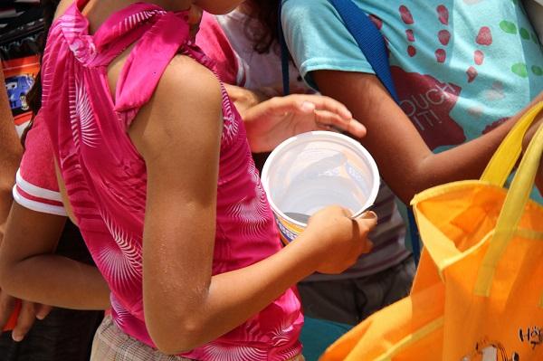 Venezolanos buscan comida en la basura para sobrevivir