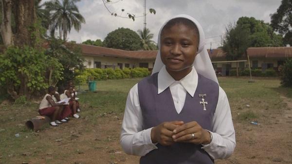 Las religiosas en Sierra Leona ayudan el pueblo a superar la tragedia del pasado y las dificultades del presente.